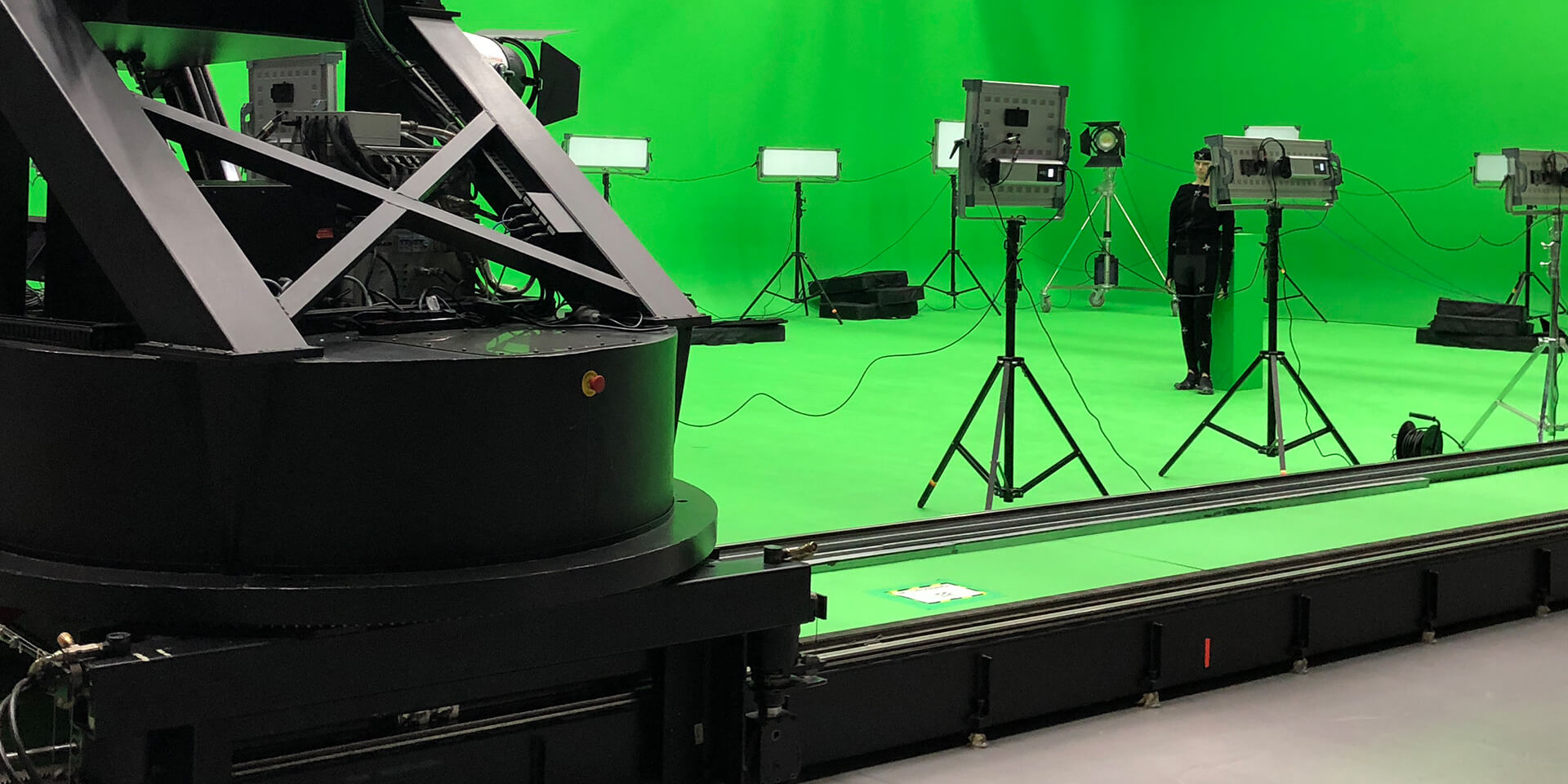 Virtual production: motion control and real-time preview at